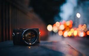 camera-black-street-city-lights-bokeh-mood-table-1920x1200
