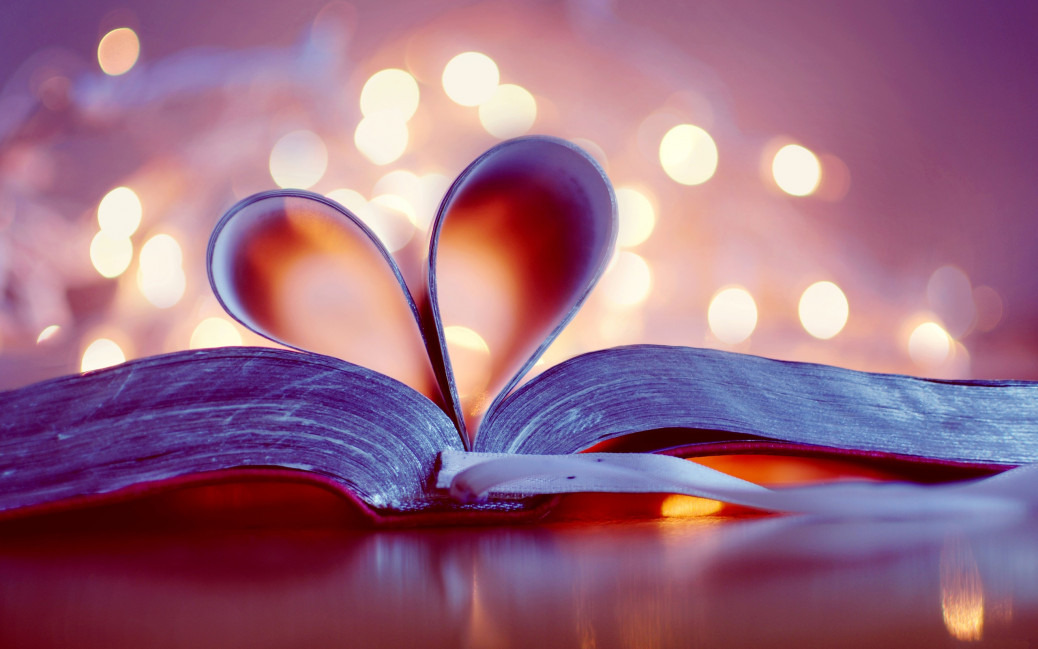 Book-bookmark-love-heart-blurred-background_2560x1600