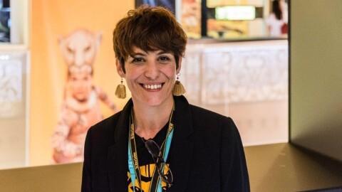 Maru Domínguez, una artista sirviendo función